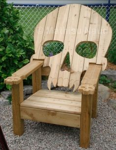 Pallet Furniture Plans | Badass Adirondack Skull Chair by Hushgirl Reclaimed wood, pallet, diy, palletwood