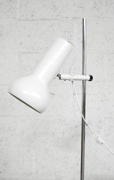 #140 – Vintage Deense witte vloerlamp « van OnS