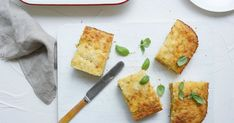 Zucchini slice recipe: How to make an easy savoury slice - Best Recipes Lunch Box Recipes, Snack Recipes, Dinner Recipes, Vegetarian Recipes, Egg Recipes, Lunch Ideas, Fruit Recipes, Yummy Snacks, Meal Ideas