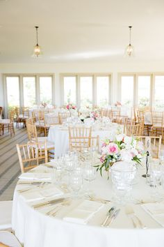 Sweet and simple, yet oh so pretty! #reception | Photography: www.styleartlife.com | Floral Design: www.ladybuglee.com