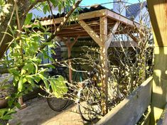 #Fietsenhok #Fietsenhokken #Fietsenstalling #Fietsberging #Fietsenberging #Fietsoverkapping #Fietsenschuur #Fietsenafdak #Fietsafkapping #Fietshok #BicycleShed #BikeShed #Fahrradunterstand #Fahrradschuppen #Fahrradabstellplatz #Fahrradabstellplätze #Fahrradstallung #Fahrradstellplatz #Zweiradgarage #Sedum Arch, Outdoor Structures, Garden, Instagram, Bow, Garten, Gardening, Arches, Outdoor