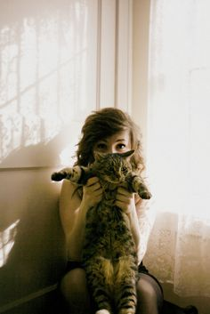I love this setting and with the cat its really cute :$