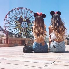 Don't you want to take the perfect picture at #Disneyland with your best friend as well? #Friendshipgoals