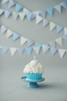 Simple blue & white classic smash cake set up
