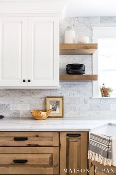 Get all the sources for this beautiful white and wood kitchen with white oak flooring, black and gold accents, marble backsplash, and quartzite counters. White Oak Kitchen, White Wood Kitchens, Gold Kitchen, Kitchen Tiles, Kitchen Flooring, New Kitchen, Kitchen Design, Oak Flooring, Kitchen Cabinets