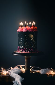 Historias del Ciervo by Julian Angel, cake design and international cake decorating workshops. Cake and pastries recipes, modern cake design and trends. Pretty Cakes, Beautiful Cakes, Amazing Cakes, Food Cakes, Cupcake Cakes, Black Dessert, Cake Photography, Drip Cakes, Birthday Cupcakes