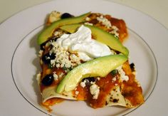 Crock Pot Chicken Enchiladas-- I made this tonight and it's SO good! Chipotle Chicken, Corn Tortillas, Chicken Enchiladas, Shredded Chicken, Crock Pot, Rolls, Cooking Recipes, Tasty, Ethnic Recipes