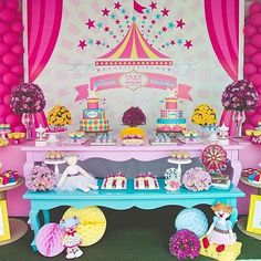 Festa Circo para menina muito fofa por @lilianabritodecor. Adoro essa paleta de cores!  #kikidsparty Unique Birthday Party Ideas, Carousel Birthday Parties, Baby 1st Birthday, Circus Birthday, 4th Birthday Parties, Birthday Decorations, Carnival Party Foods, Circus Carnival Party, Circus Theme Party