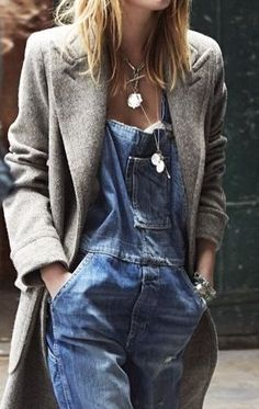 structured grey coat and overalls. Hipster Fashion, Denim Fashion, Fashion Outfits, Modest Fashion, Boho Fashion, Fashion Ideas, Minimal Outfit, Minimal Fashion, Denim Overalls Outfit