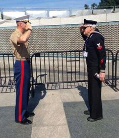 Respect. Just. Like. That. Such a beautiful capture ~@guntotingkafir GOD BLESS OUR VETS, GOD BLESS OUR TROOPS AND GOD BLESS AMERICA!!! ✊ TRUMP 2016