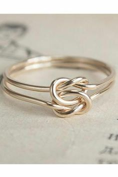 Knots, Gold, what is there not to love about this ring?