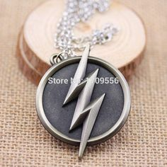 The Flash Lightning Pendant Logo Necklace Flash Barry Allen, The Flash Grant Gustin, Dc Tv Shows, Geek Jewelry, Jewlery, Supergirl And Flash, Dc Legends Of Tomorrow, Flash Arrow, Lightning