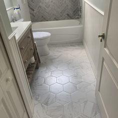 Marbre Carrara x Porcelain Field Tile Marble Bathroom Floor, Small Bathroom Tiles, Hall Bathroom, Upstairs Bathrooms, Bathroom Renos, Marble Bathrooms, Neutral Bathroom Tile, Master Bath Tile, Bathtub Tile