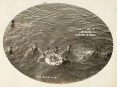 Extinta praia de Santa Luzia - Centro Grupo posa para a fotografia 3-4-1915 Fotografia de Augusto Malta