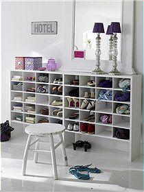 weißes Fächerregal Dieses Regal bietet optimalen Stauraum für Schuhe und…