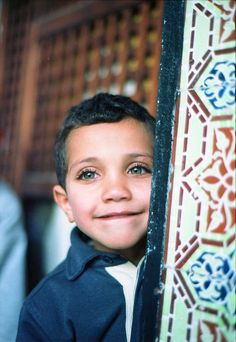 Little Tunisian Boy. His face just lights up Kids Around The World, We Are The World, People Around The World, We The People, Happy People, Precious Children, Beautiful Children, Beautiful Babies, Beautiful Eyes