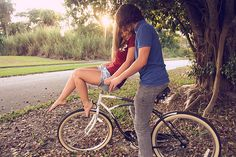 Click the photo for an amazing love and cute couples blog (: