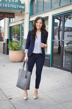 Three Go-To Business Casual Outfit Formulas for Everyday Workwear Navy ankle pants + white floral top + navy blazer + tan pumps + grey tote Ankle Pants Outfit, Blazer Outfits For Women, Grey Blazer Outfit, Navy Blue Blazer, Blazer Dress, Colored Blazer, Blue Jeans, Business Casual Outfits, Feminine Fashion