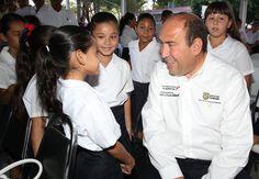 Rubén Moreira Valdez entregó alrededor de 80 mil paquetes de útiles escolares y cerca de cinco mil uniformes, e igual cantidad de zapatos escolares