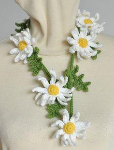 DAISY ART White Crochet Daisy and Leaf Mini