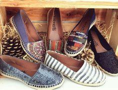 Muitas opções de alpargatas qual a sua preferida? #regram @jockosvinhedo  #shoes #fashion #loveit #love #loveshoes #shoeslover #color #alpargata #flat #bordado #valentinaflats