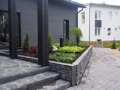 Small Gardens, Outdoor Gardens, Wooden Facade, Backyard Pool Designs, Outdoor Spaces, Outdoor Decor, Paving Stones, Green Garden, New Homes
