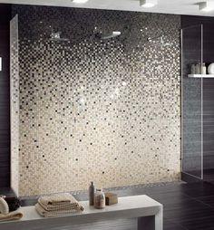 salle de bain design moderne avec carrelage mural en mosaïque dégradée : la faïence c'est tendance ! #élégance