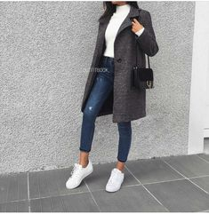 woman in black coat, white turtleneck and blue - Outfits - Kleidung Winter Outfits For Teen Girls, Spring Outfits Women, Casual Winter Outfits, Winter Fashion Outfits, Trendy Outfits, Fall Outfits, Best Outfits, Jeans Outfit Winter, Black Outfits
