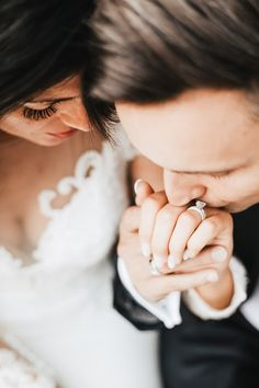 Kiss on hand wedding pose Wedding Poses, Wedding Portraits, Photo Poses, Destination Wedding Photographer, Elegant Wedding, Kiss, Wedding Rings, Romantic, Engagement Rings