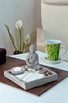 Meditation Raumdekor, Meditation Room Decor, Zen Room Decor, Massage Room Decor, Zen Bathroom Decor, Feng Shui Bedroom Tips, Feng Shui Tips, Buddha Religion, Feng Shui Layout