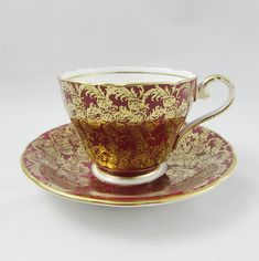 Beautiful Aynsley tea cup and saucer, red with gold chintz and gold trimming on the cup and saucer edges. Great condition, please note there is some fine crazing on the tea cup (see photos). Markings read: Bone China Aynsley England Please bear in mind that these are vintage items