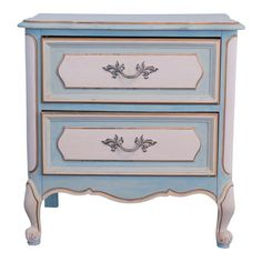 Vintage hand painted end table. The top is the original cream Formica and the base is solid wood. Painted in a soft French Blue and Cream, accented with gold. The original hardware has been white washed. Chalk Paint Furniture, Hand Painted Furniture, Refurbished Furniture, Furniture Projects, Furniture Makeover, Furniture Decor, Glitter Furniture, Furniture Dolly, Furniture Logo