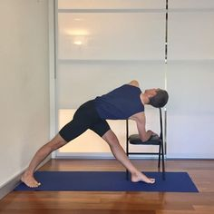 can Iyengar yoga help to reduce lower back pain? This post shows yoga poses that help to address the link between tight hamstrings and lower back pain. Yoga Poses For Men, Easy Yoga Poses, Yoga Beginners, Iyengar Yoga, Senior Fitness, Yoga Fitness, Pilates, Yoga Training, Strength Training