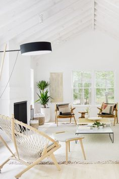 Step inside an airy weekend family home in Amagansett, and see why this Hamptons beach house made our editors' jaws drop.