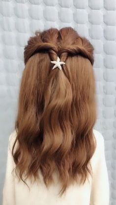 A very creative course for girls Hairstyles - Wavy Hair Easy Hairstyles For Long Hair, Pretty Hairstyles, Cute Hairstyles, Braided Hairstyles, Big Wavy Hair, Medium Hair Styles, Short Hair Styles, Long Hair Video, Homecoming Hairstyles