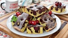 Pandispan marmorat cu cirese, foarte pufos - reteta video Waffles, Pancakes, No Cook Desserts, Sponge Cake, Food To Make, Food And Drink, Cooking, Breakfast, Youtube