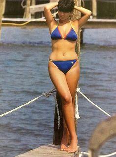 埋め込み Pin Up Girls, Cute Girls, Standing Poses, Bikini Models, Hottest Models, Vintage Photography, Female Bodies, Bikini Girls, String Bikinis