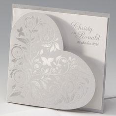 Zilveren hart - Trouwkaart  Trouwkaart van metallic zilver papier met zilverfolie. Kaart wordt geleverd met inlegvel.  Artikelnummer: 722089   Collectiesoort: Belarto Wedding Romance   Formaat: 15.5 x 15.5 cm   Vouwwijze: Vierkant dubbel   Bijzonderheden: Deze kaart valt buiten het standaard posttarief (v.a. 20 gram : www.postnl.nl).     Prijs < 100 stuks (incl. BTW): € 2.02  Prijs ≥ 100 stuks (incl. BTW): € 1.82
