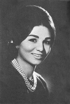 Empress Farah Pahlavi............http://www.pinterest.com/madamepiggymick/arab-royalty-iran/