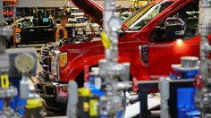 Dos automotrices estadounidenses, Ford y General Motors (GM), así como a la japonesa Toyota, amenazándolas con imponer