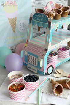 ullatrulla backt und bastelt: Selbstgemachtes Frozen Yogurt mit verschiedenen Toppings in einer hübschen Candybar