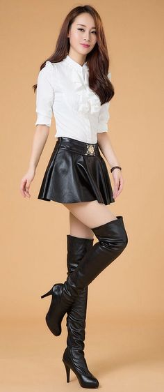 pleatedminiskirts:  Even more thigh length boots.