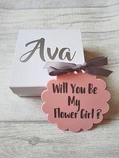 Wedding invitations box flower girls for 2019 Wedding Vases, Wedding Flower Arrangements, Flower Bouquet Wedding, Diy Wedding, Rustic Wedding, Wedding Ideas, Flower Girl Invitation, Wedding Invitation Video, Elegant Wedding Invitations