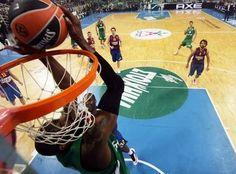 Ο Διαμαντίδης ψηλά για τον ΛΑΣΜΕ!!!!!!Απίστευτη φάση Basketball Court, Pride, Green, Sports, Hs Sports, Sport