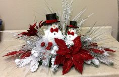 In this DIY tutorial, we will show you how to make Christmas decorations for your home. The video consists of 23 Christmas craft ideas. Christmas Decorations Australian, Silver Christmas Decorations, Christmas Table Centerpieces, Christmas Swags, Christmas Diy, Christmas Flower Arrangements, Christmas Crafts, Christmas Ornaments, Theme Noel