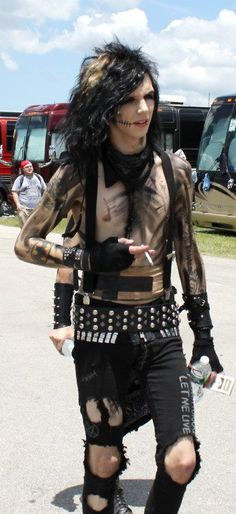 Andy Biersack you are the only person i know that can make smoking look sexy