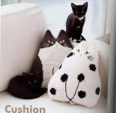 Plush cats and grids Free! Crochet For Kids, Knit Crochet, Cat Cushion, Cat Pillow, Cushions, Pillows, Fat Cats, Baby Shoes, Crochet Patterns