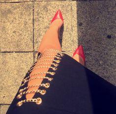 #chainedslit #goldandblack #redheels