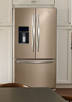 Whirlpool Sunset Bronze kitchen appliances: Would you? – Retro Renovation Not as dark as I thought it would be – I wonder if anyone makes an oil-rubbed bronze fridge that doesn't cost a gazillion dollars? Basic Kitchen, Kitchen On A Budget, New Kitchen, Kitchen Decor, Kitchen Ideas, Updated Kitchen, Kitchen Island, Bronze Kitchen, Retro Renovation