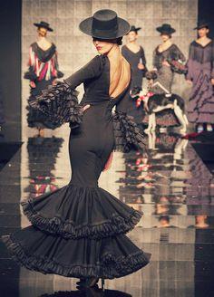 Rocío Peralta se si bailar tango o flamenco Couture Mode, Couture Fashion, Fashion Art, Fashion Show, Fashion Design, Fashion Beauty, Spanish Fashion, Spanish Style, Ole Spanish